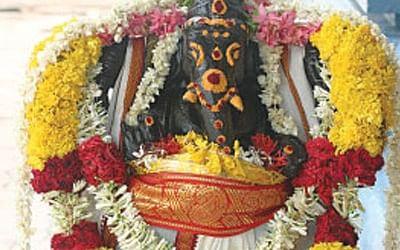 விநாயகருக்கு உகந்த 21 இலைகள், மலர்கள், இரட்டை அறுகம்புல்... கஷ்டங்கள் தீர்க்கும் கணபதி வழிபாடு!