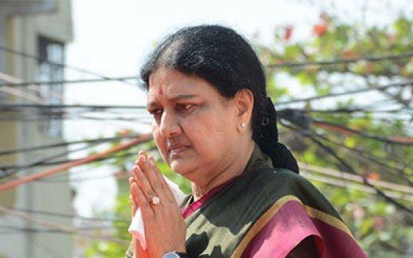 `மிடாஸ் பாட்டில் மூடி...மொபைல் போட்டோ...1,500 கோடி!' -இளவரசி குடும்பம் மீது பாயும் சசிகலா உறவுகள்