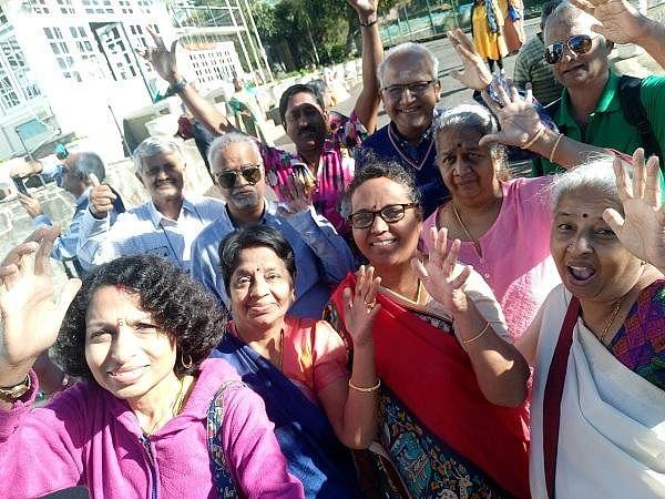 `14 பேரும் அந்த இடத்துக்குப் போயிட்டு வந்தோம்!'- செய்திவாசிப்பாளர் விஜயா பாஸ்கரன் கண்ணீர்! #srilankaAttacks