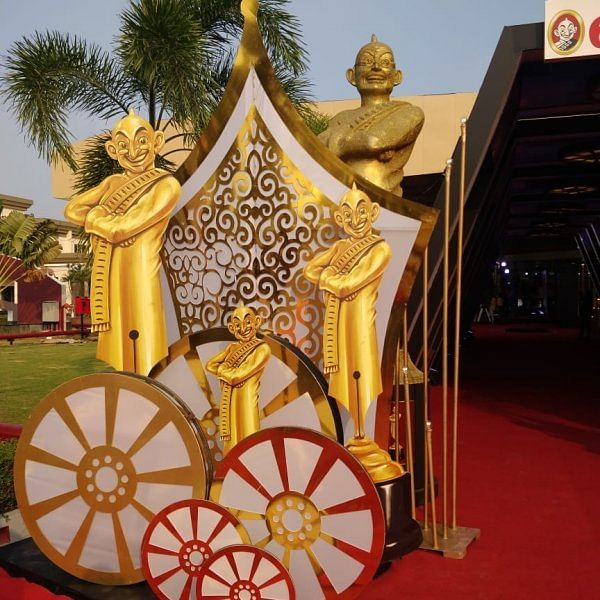 பிரமாண்டமேடையில் ஆனந்த விகடன் சினிமா விருதுகள் நிகழ்ச்சி!