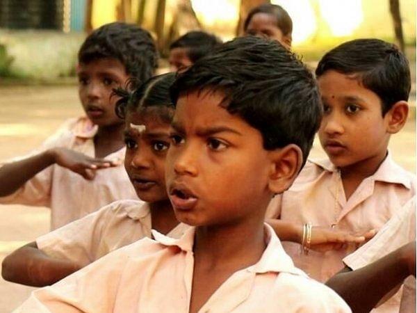 சின்ன நோட்டிலிருந்து லாங் சைஸ் நோட்டுக்கு பிரமோஷன்! - பள்ளியின் முதல் நாள் அனுபவங்கள் #MyVikatan