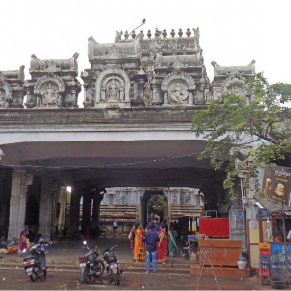 நாரதர் உலா - இடிந்துவிழும் நிலையில் கோபுரம்... கழிவுநீர் கலக்கும் திருக்குளம்!
