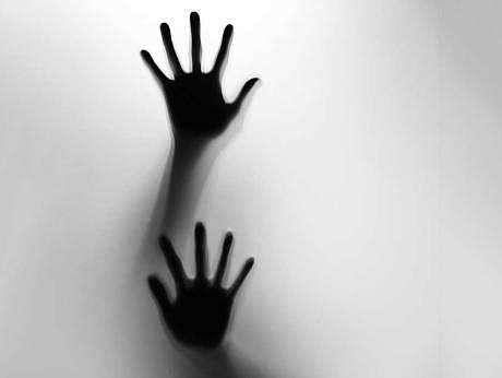 `கணவருக்கு மது வாங்கிக்கொடுத்தான்; என்னை வன்கொடுமை செய்தான்!'- எஸ்.பி-யிடம் பெண் கண்ணீர்
