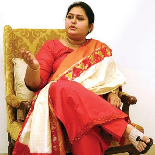 """""""தி.மு.க கொத்தடிமைக் கட்சி... கமல்ஹாசன் வசூல்ராஜா..."""" - விந்தியா விளாசல்!"""