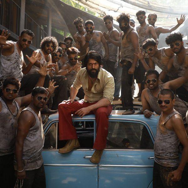 மாஸ்! மாஸ்!! மாஸோ மாஸ்!!! மாஸுக்கெல்லாம் மாஸ்!!!! அப்படியிருக்கிறது #KGF