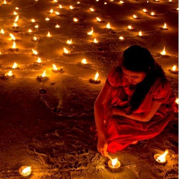 தீபாவளி அன்று யாரை, ஏன் வழிபட வேண்டும்? #Deepavali