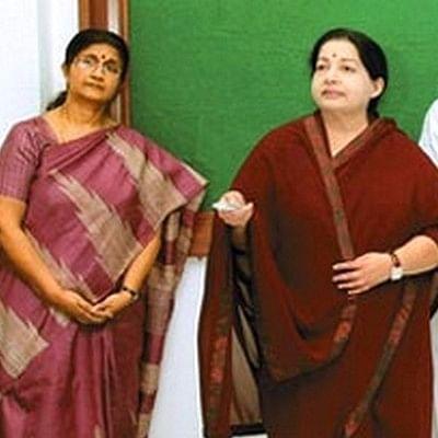 'சசிகலா அனுப்புமுன் நாமே விலகுவோம்..!' ஜெயலலிதா அபிமானிகளின் விலகல் பின்னணி