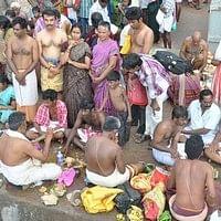 ஆடி அமாவாசை தினத்தில் ராமேஸ்வரம் அக்னி தீர்த்த கடல்!