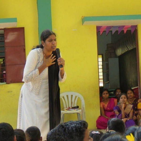 `இன்னொரு கதை சொல்லுங்க வனி அத்தை' வனிதாமணியைச் சுற்றும் குழந்தைகள் #StoryTeller