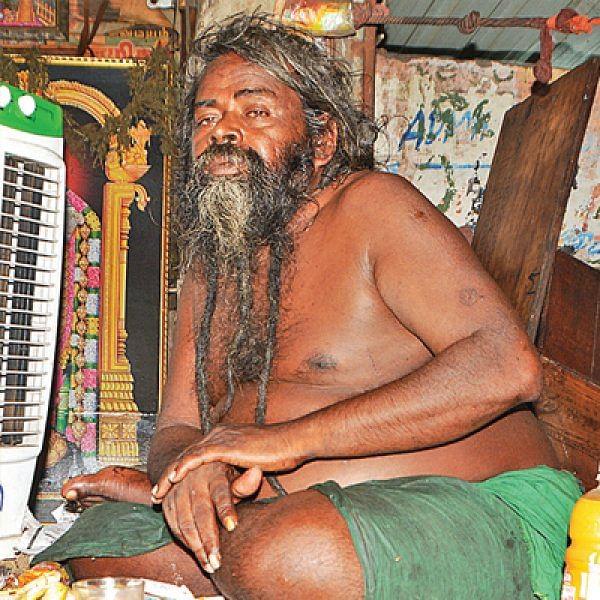 வி.ஐ.பி-க்கள் ரகசியமாகத் தேடிவரும் பஸ் ஸ்டாண்ட் பாபா