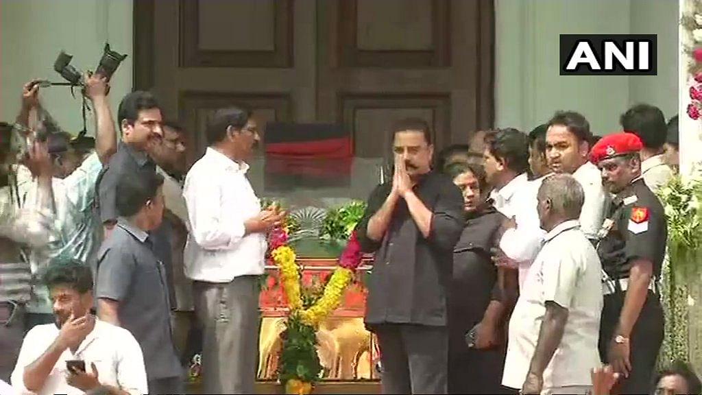 Live update: மெரினாவில் விதைக்கப்பட்டார் கலைஞர்! #Karunanidhi