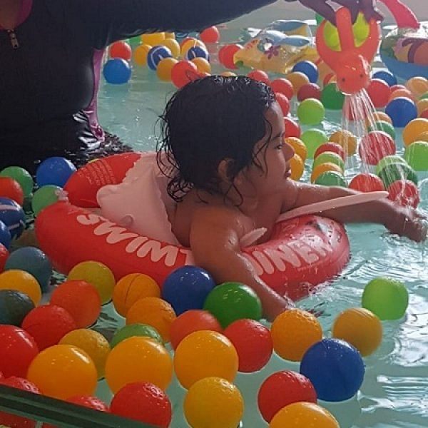 அக்வாதெரபி... பச்சிளம் குழந்தைகளுக்கு நல்லது..! ஏன், எங்கே, எப்படி? #AquaTherapy