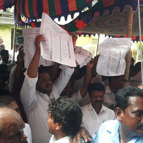 தி.மு.க - அ.தி.மு.க மோதல்... களேபரத்தில் முடிந்த காஞ்சிபுரம் கூட்டுறவு சங்கத் தேர்தல்