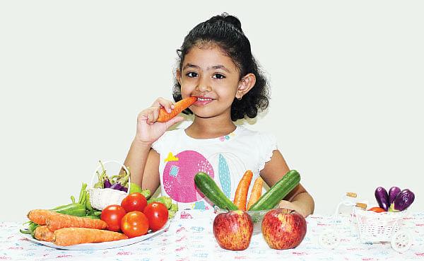Aval Vikatan - 14 July 2015 - அடம் பிடிக்கும் குழந்தை அழகாக சாப்பிட வேண்டுமா..?! | Healthy eating habits for childrens