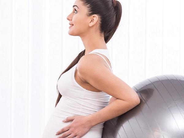 Menstrual நேரம், கர்ப்ப காலம்... கொரோனா Vaccination போடலாமா?! - டாக்டர் சசித்ரா Explains