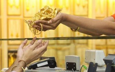 தங்கம் விலை திடீர் குறைவு: சவரனுக்கு ரூ.608 குறைந்தது.