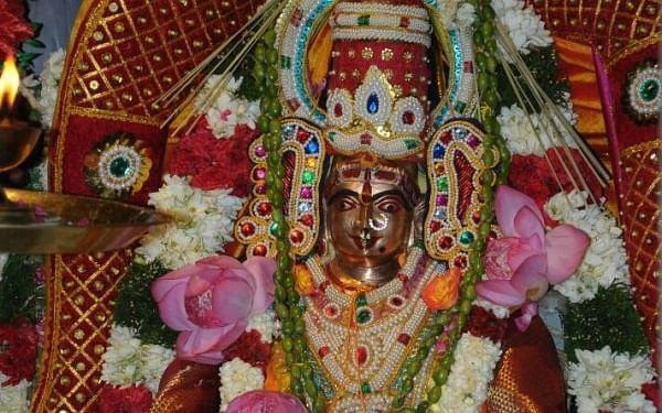 அருள்மழை பொழியும் ஆடி மாதம்... கடைப்பிடிக்க வேண்டிய விழாக்கள், விசேஷங்கள்!