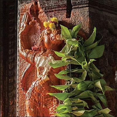 கேள்வி - பதில்: ஆலய வளாகங்களில்  தர்ப்பணம் செய்யலாமா?