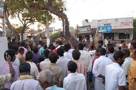 ஜல்லிக்கட்டு நடத்தாவிட்டால் சாமி குத்தமாகிடும்: சொல்கின்றனர் அலங்காநல்லூர் மக்கள்!