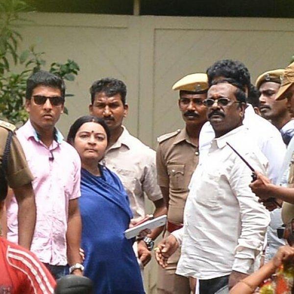 போயஸ் கார்டனில் என்ன நடந்தது! லைவ் ரிப்போர்ட் #LiveReport
