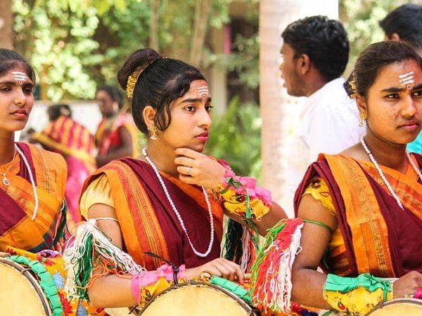 `37 மாவட்டங்களின் நாட்டுப்புறக் கலைஞர்கள்!' - லயோலா கல்லூரியின் வீதி விருது விழா