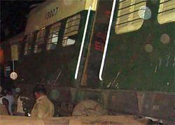சென்னை அருகே அரக்கோணத்தில் ரயில்கள் மோதி விபத்து: 10 பேர் பலி; காயம் 80