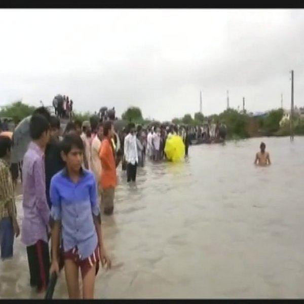 குஜராத் வெள்ளம்: இறந்தவர்களின் எண்ணிக்கை 218 ஆக அதிகரிப்பு!