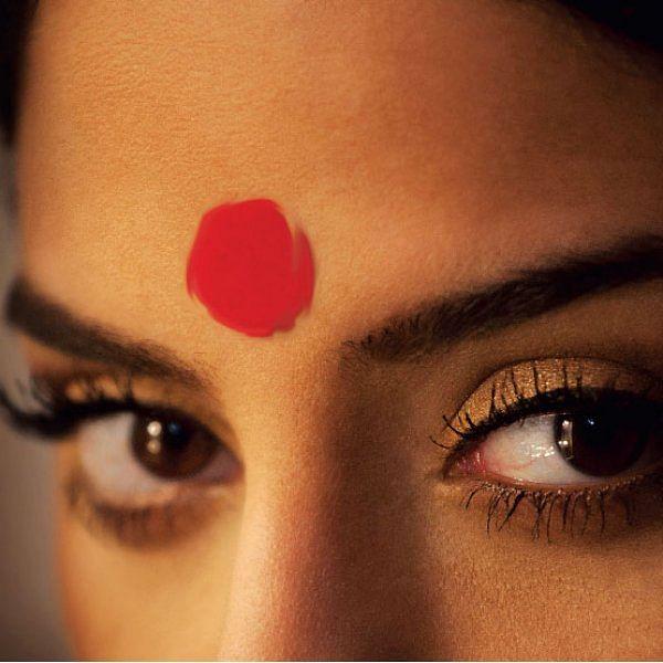 கேள்வி பதில் - புருவ மத்தியில் பொட்டு வைக்கலாமா?