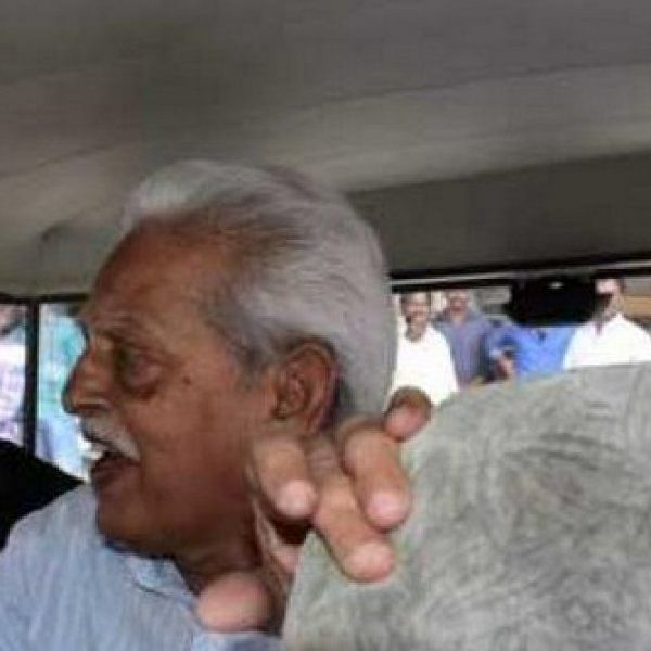 'நீ இந்து பெண்தானே, நெற்றியில் ஏன் பொட்டு இல்லை?' - வரவர ராவ் மகளிடம் சீறிய போலீஸார்