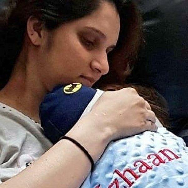 `என் புதிய உலகம்!' - குழந்தையை அரவணைக்கும் சானியா மிர்சா #ViralPhoto
