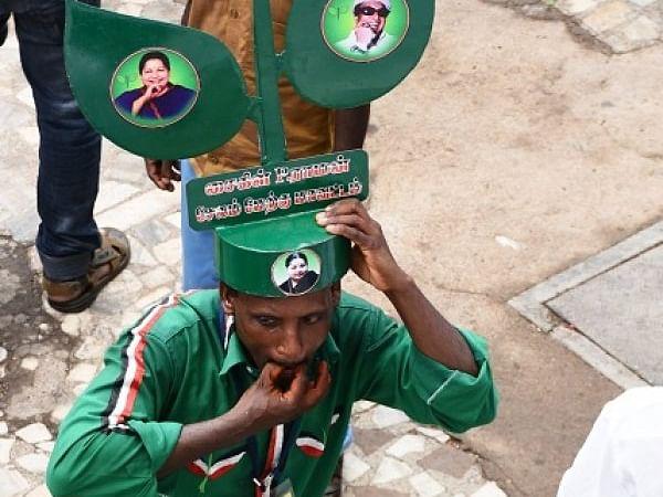 எம்.ஜி.ஆரை வீழ்த்திய இரட்டை இலை ;  1977 சட்டமன்றத் தேர்தல்... தாராபுரம்  தொகுதியில் நடந்தது என்ன?