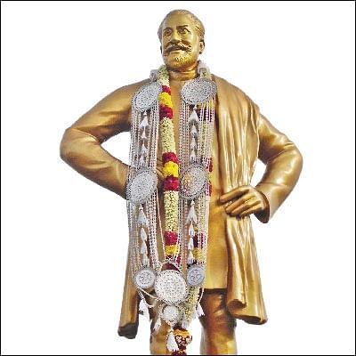 காந்திக்கும் காமராஜருக்கும் நடுவே சிவாஜி!