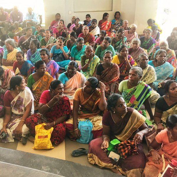 `7 வருஷமாதண்ணி இல்ல; நிலக்கரி துகள்கள சுவாசிக்கிறோம்' - கலெக்டரிடம் குமுறிய பெண்கள்