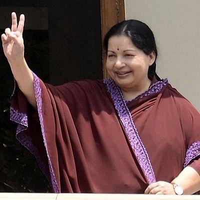 வேதா நிலையம் மாடியில் ஜெயலலிதா