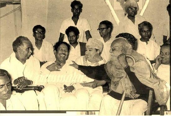 என் இருபதாண்டு கால நண்பர்: கருணாநிதியை வாழ்த்தும் எம்.ஜி. ஆர்