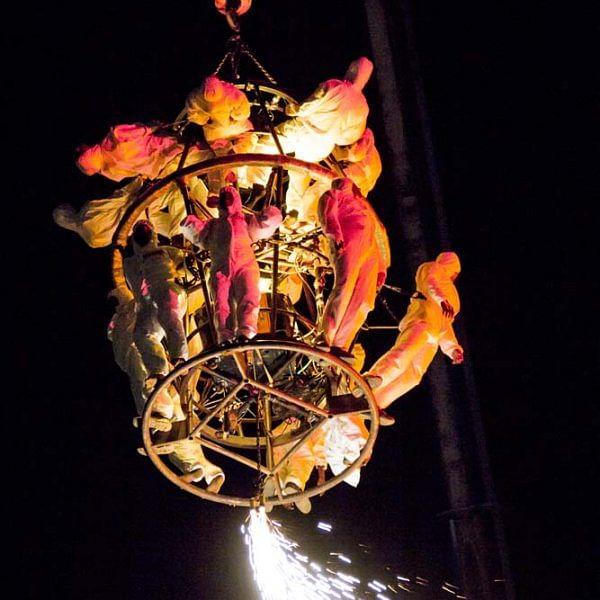 அந்தரத்தில் சாகசம் நிகழ்த்திய 100 மாற்றுத்திறனாளிகள்... படங்கள் - க.மீனாட்சி