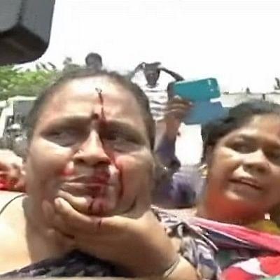 மதுவுக்கு எதிராகப் போராடிய பெண்கள் மீது போலீஸின் கொடூரத் தாக்குதல் (வீடியோ)