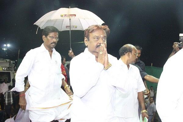 பாசக்கார விஜயகாந்த்!