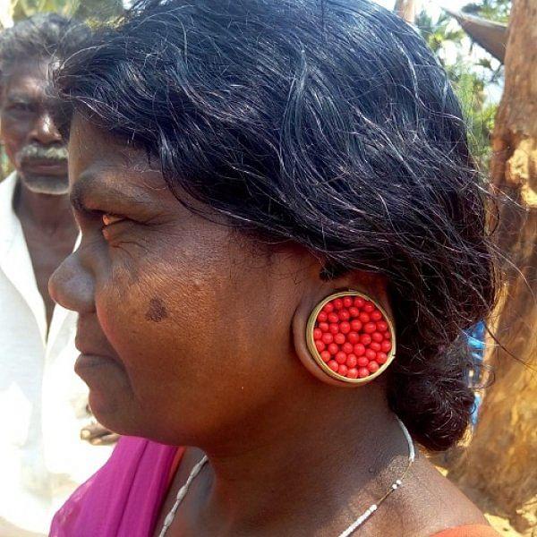 வாவ்.. இந்தக் காதணிக்கு கோடிகள் கொட்டிக் கொடுக்கலாம்! -  நீலகிரி பழங்குடிப் பெண்களின் அழகியல் #MyVikatan