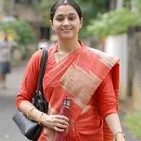 இப்போதான் சந்தோஷமா இருக்கேன்  - ஸ்கூல் டீச்சர் ஆன தேவயானி!