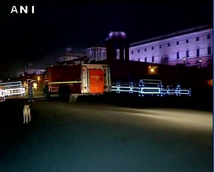 பிரதமர் அலுவலகத்தில் தீ விபத்து... அதிகாலையில் பதற்றமான டெல்லி!