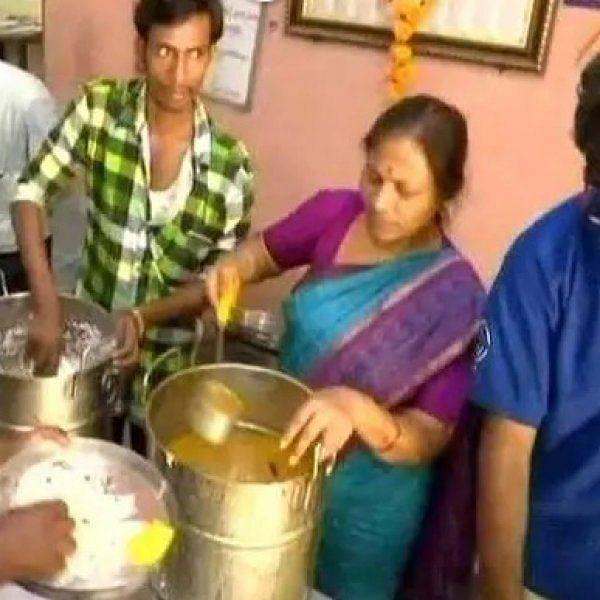'இரண்டு வேளை உணவு 10 ரூபாய்!' - ஹைதராபாத்தை அசத்தும் சேவை அமைப்பு
