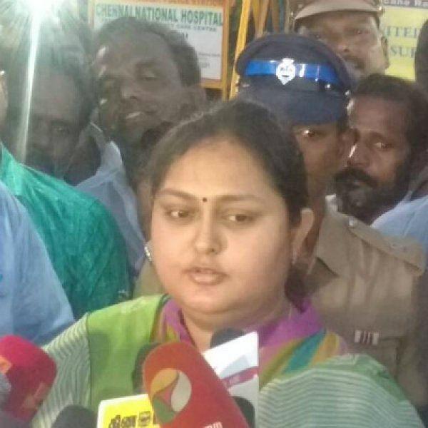 'அம்மாவின் மகளாக வந்திருக்கிறேன்'- ஜெயலலிதா சமாதியில் நடிகை விந்தியா