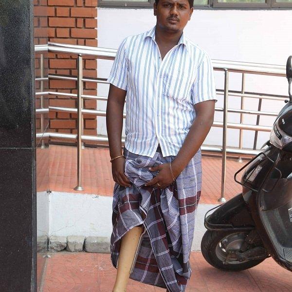 'கால் வாங்க காசு இல்லை': சேலம் இளைஞனின் சோகக்கதை!
