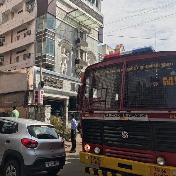 சென்னை புகாரி ஹோட்டல் மாடியில் திடீர் தீ விபத்து!