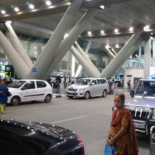 `சென்னை ஏர்போர்ட்டுக்கு ஏன் வந்தானென்று தெரியல!' - போலீஸிடம் கதறிய ஐ.டி இளைஞரின் பெற்றோர்
