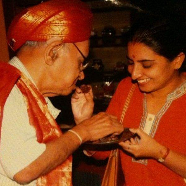 """""""அவர்தான் எனக்கு மகனா பொறந்திருக்கார்!"""" - பி.பி.ஶ்ரீநிவாஸ் பற்றி நடிகை சுஜிதா #VikatanExclusive"""