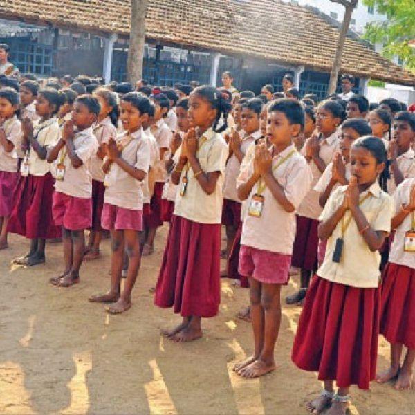 அரசுப் பள்ளிகளை தனியார் நிறுவனங்கள் தத்தெடுக்கலாம்! அரசின் அறிவிப்புக்கு உங்கள் கருத்து என்ன? #VikatanSurvey