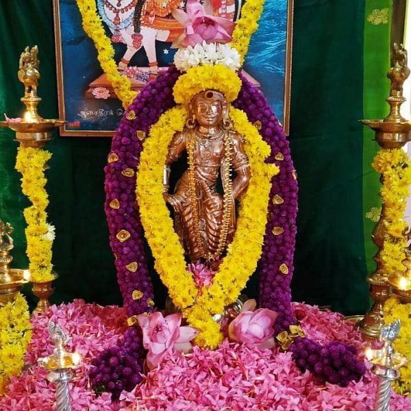 ராஜராஜ சோழனுக்கு ஐம்பொன்னில் சிலை! - அசத்திய கோவை இளைஞர்