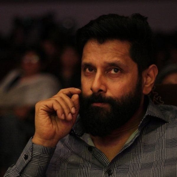 """""""மாஸ் ஹீரோக்களின் பாஸ் ஆகிறார், விக்ரம்!"""" - வருகிறான் 'மாவீரன் கர்ணன்'"""